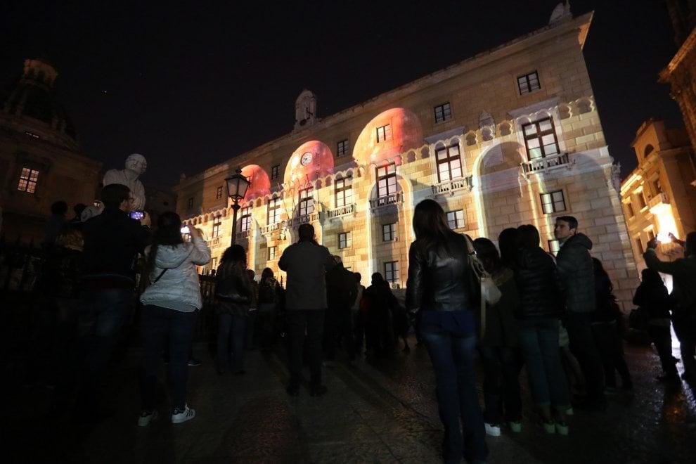 Suoni e luci in piazza Pretoria per raccontare la Pasqua