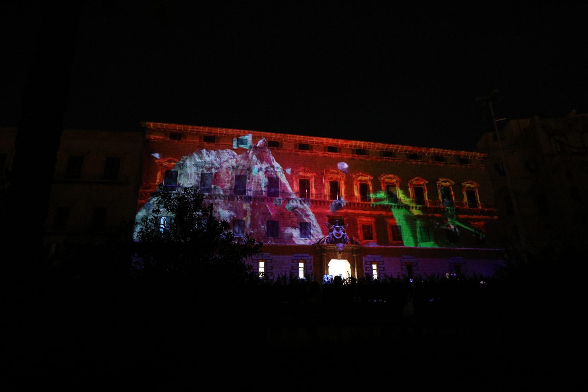 Un videomapping sul prospetto di Palazzo Reale, 2500 persone ad occhi spalancati (FOTO e VIDEO)